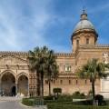 https://upload.wikimedia.org/wikipedia/commons/e/e0/Panoramica_Cattedrale_di_Palermo.jpg